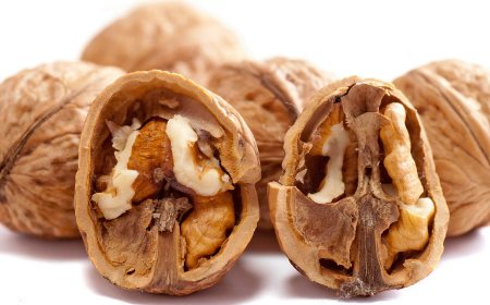 Walnuts cut in half